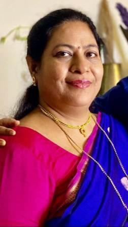 Mrunal Thakur mother Vandana Thakur